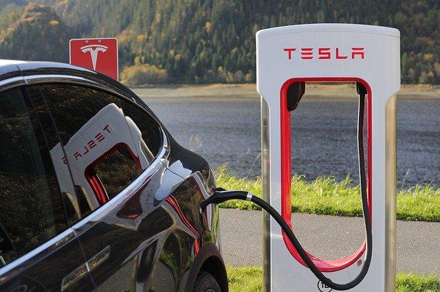 Tesla, nabíjecí stanice