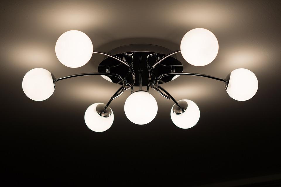 Jak správně vybrat světlo na strop