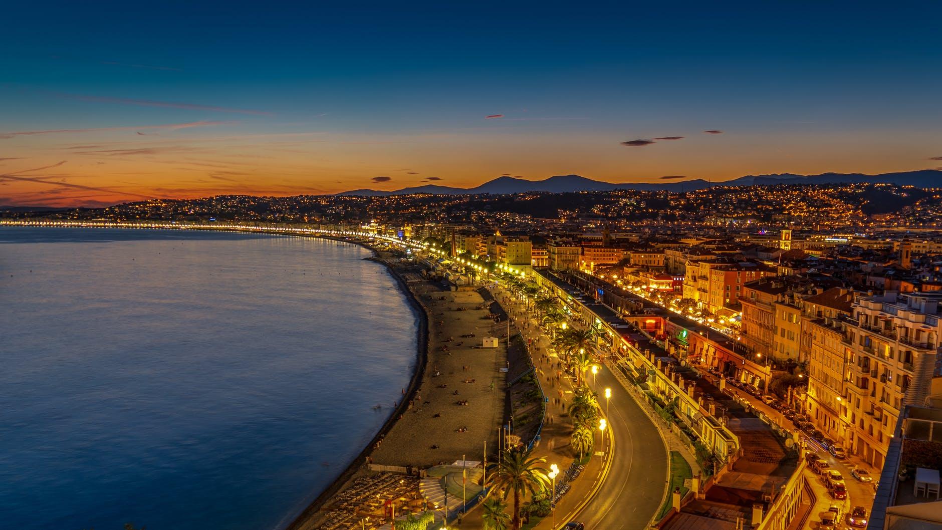 večerní Nice